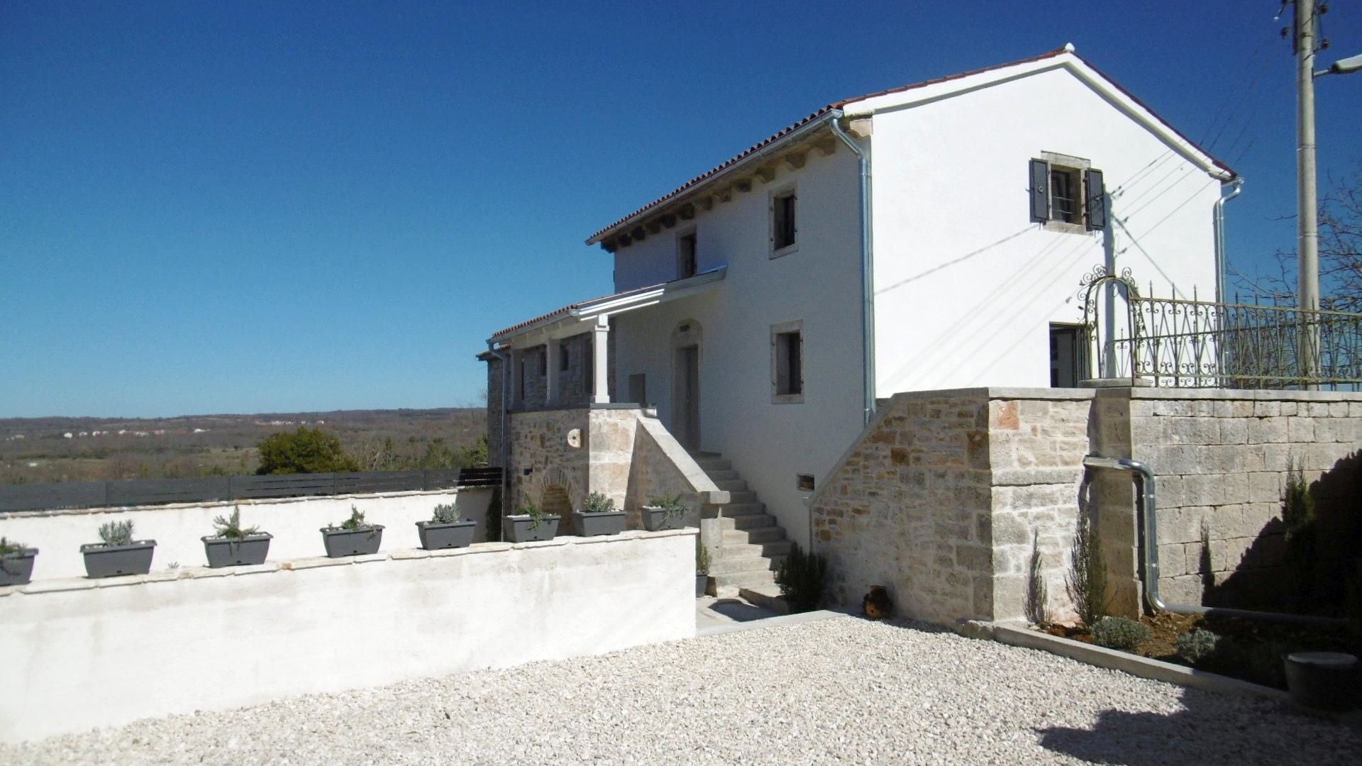 Z-876 Beautifully renovated natural stone house with biological pool and a little sea view