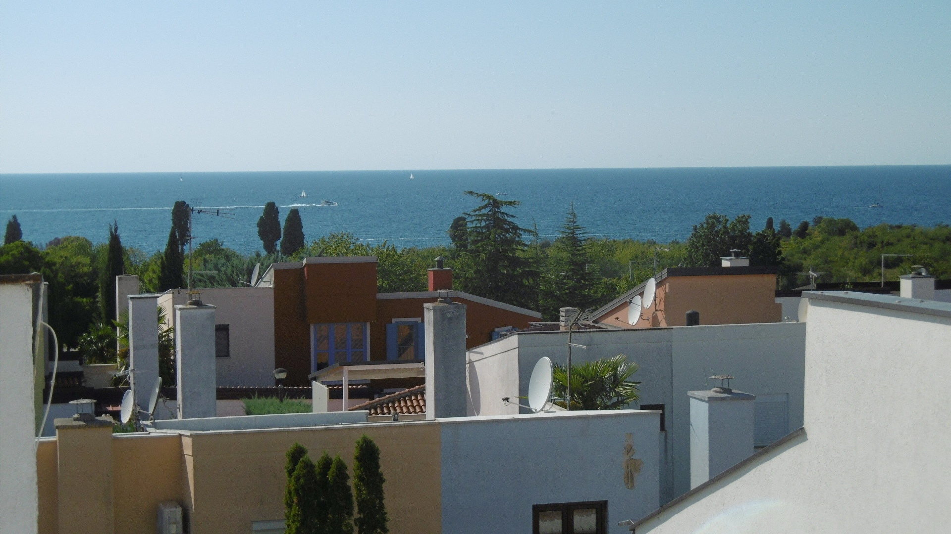 P-248 Modern apartment with beautiful sea view, only about 200 m from the sea