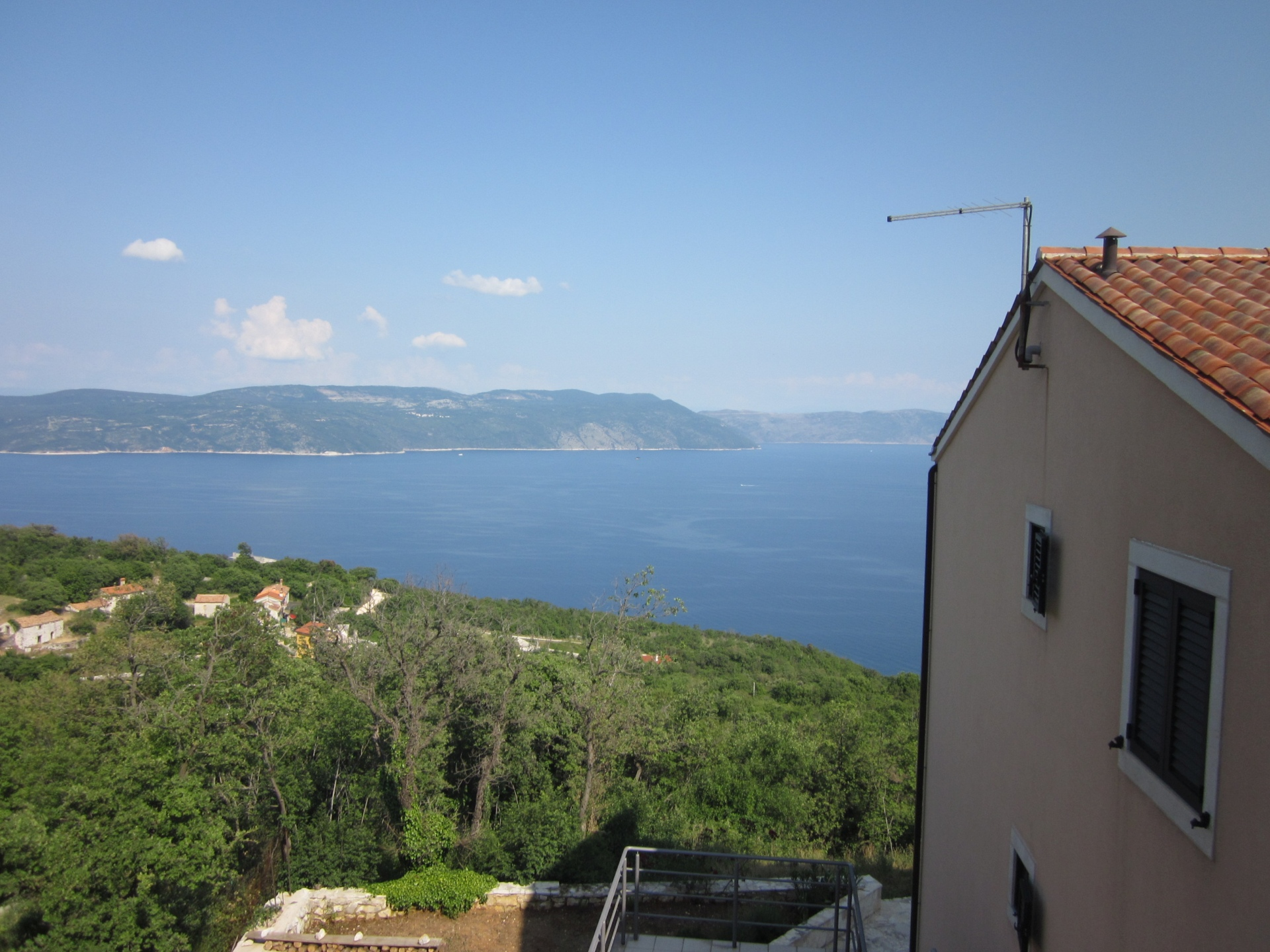 O-252  Apartment close to the sea with stunning sea views