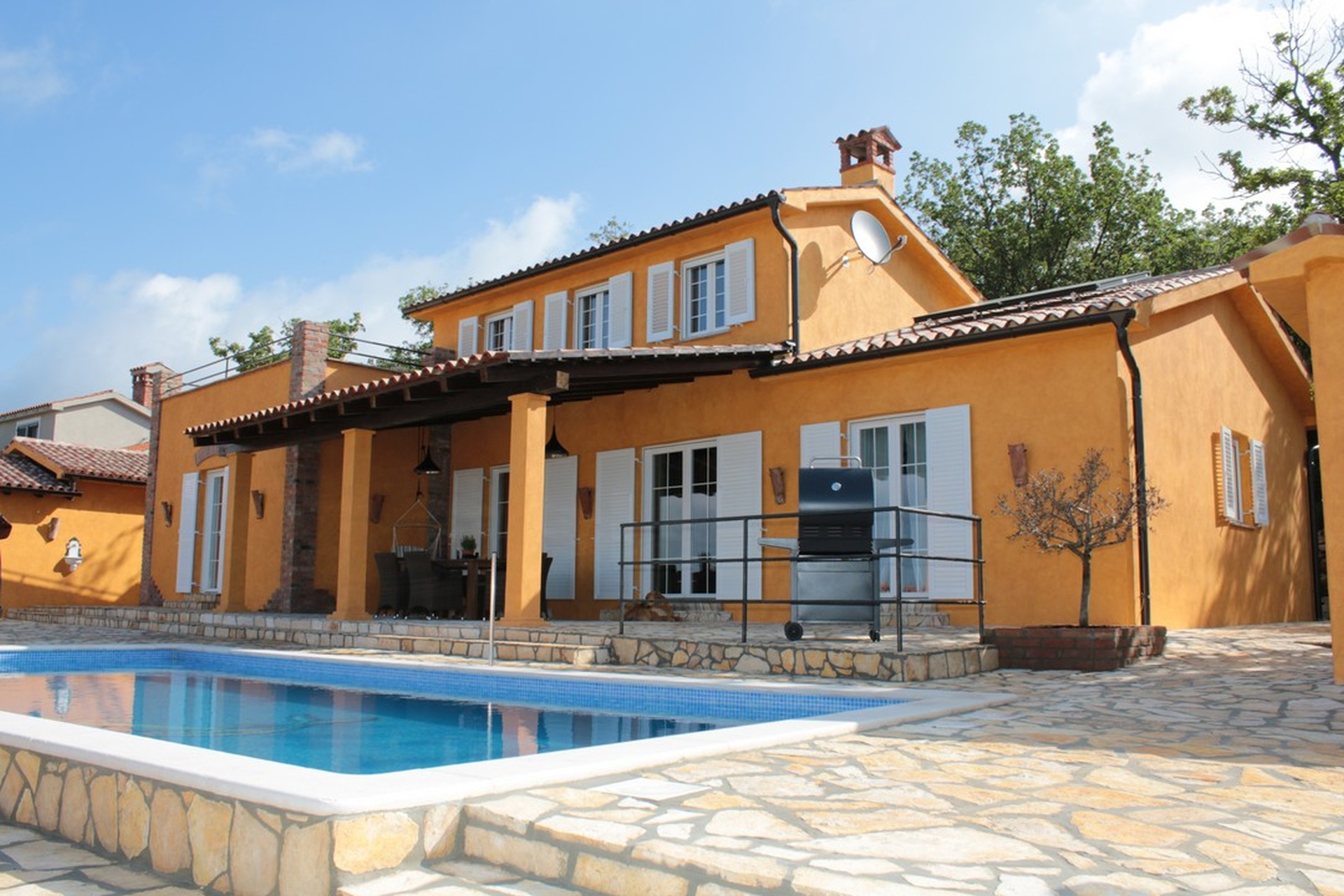 O-458 Detached Villa with pool and sea views in an idyllic, quiet location only about 3 km from the sea.