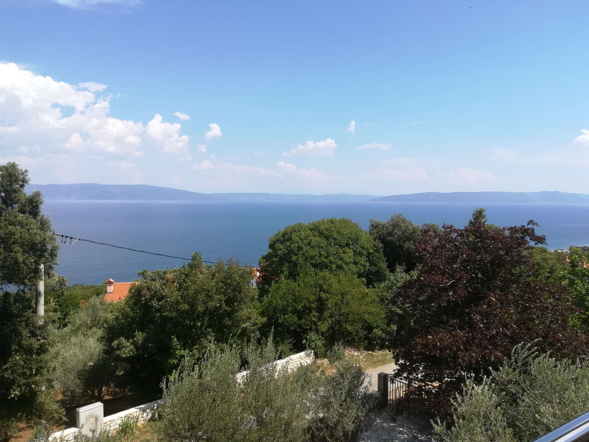 O-460 House with 3 apartments and large garden – great sea view – only about 450 m air line from the sea.