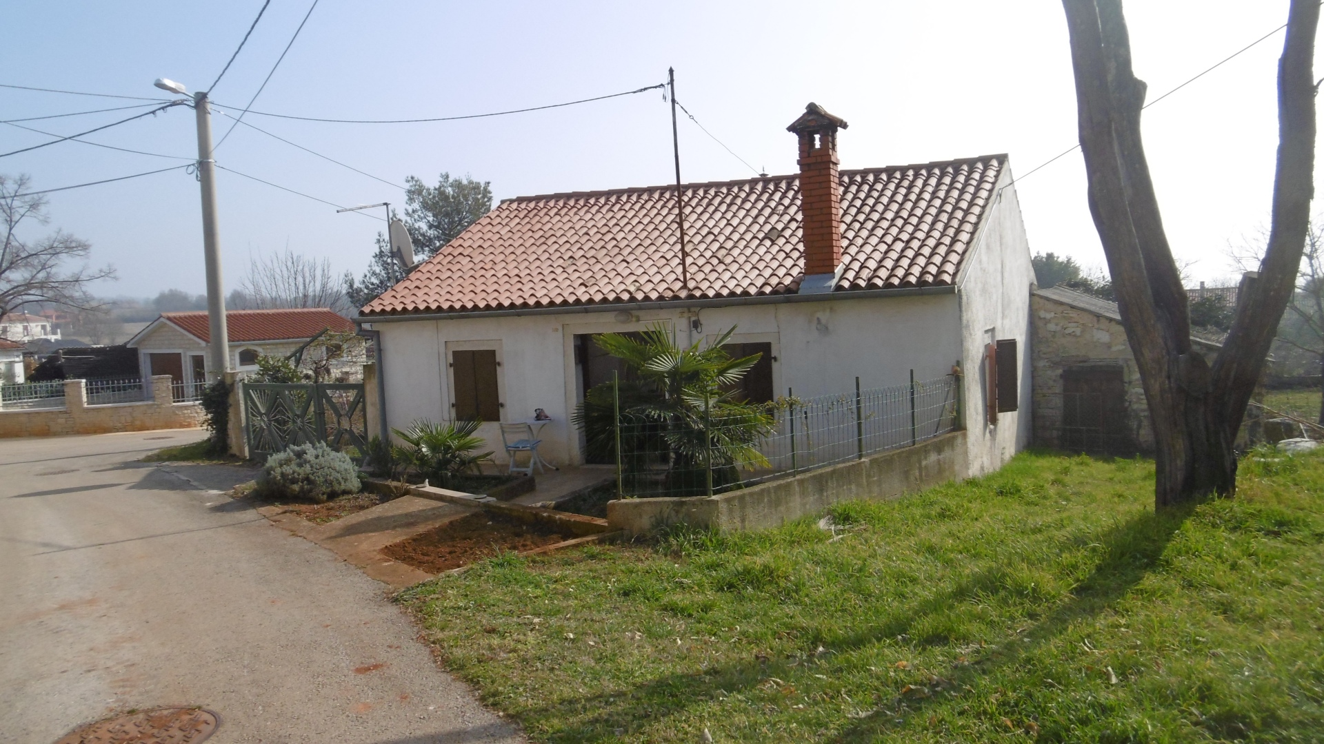 P-907 Detached small house only 8 km from the sea, some sea view