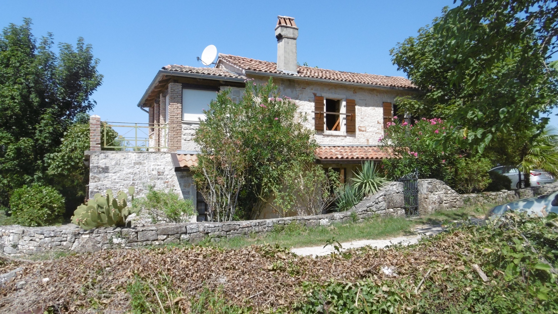 Z-915 rustic, detached stone house in idyllic quiet location with panoramic views and large plot of approx. 2,300 m² (building land).