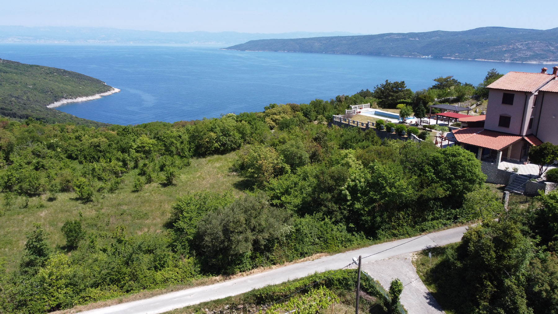 O-635 Building plot with fantastic sea views and views of the island of Cres, approx. 1 km air-linedistance from the sea.