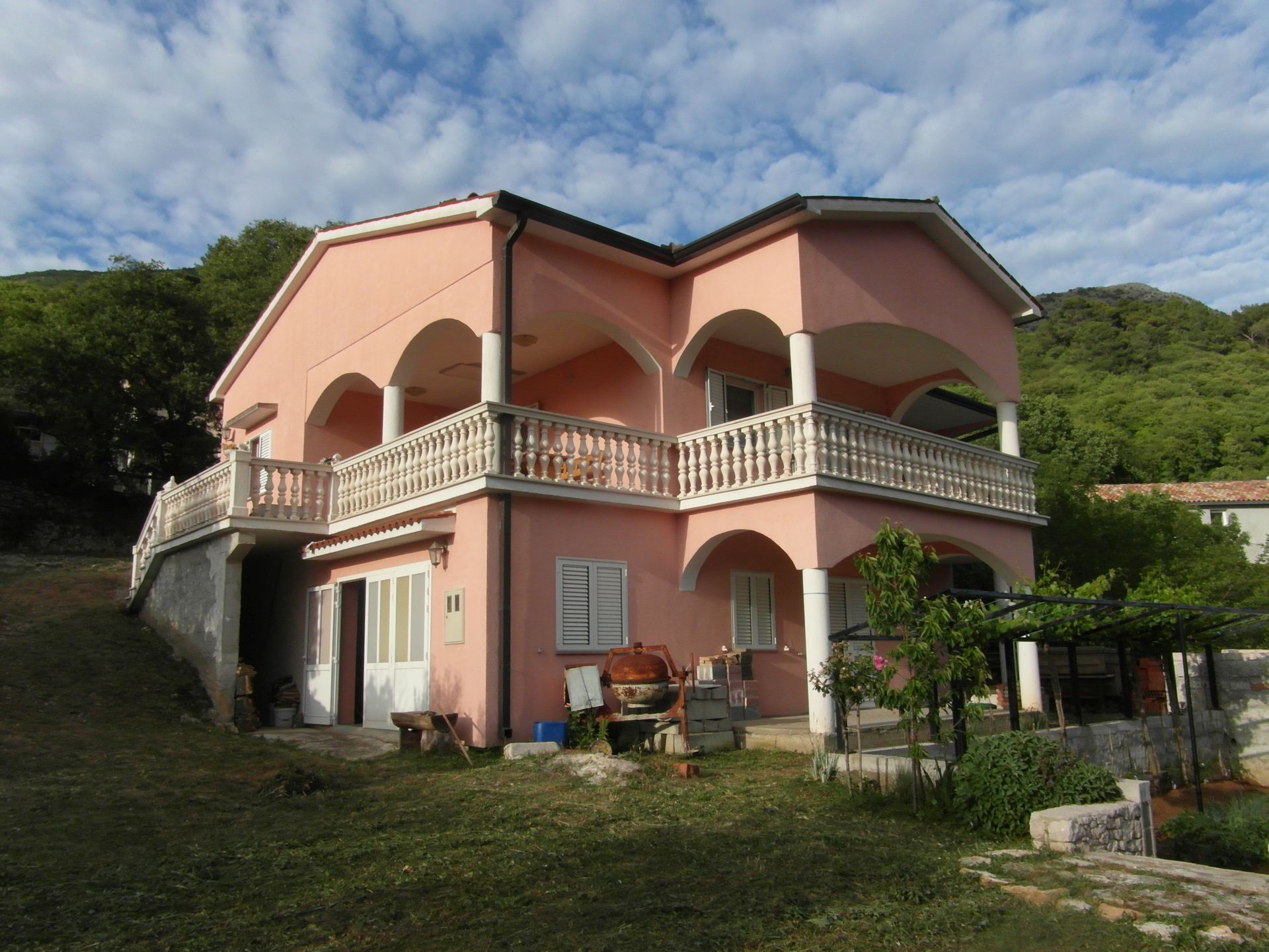 O-493 detached house only approx. 100 m from the sea with a view of a harbor